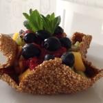 Ricette ghiotte per celiaci: cestini di frutta con salsa di fragole – By Gabriella