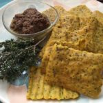 Ricette ghiotte per celiaci: cracker di miglio con lenticchie rosse – by Gabriella