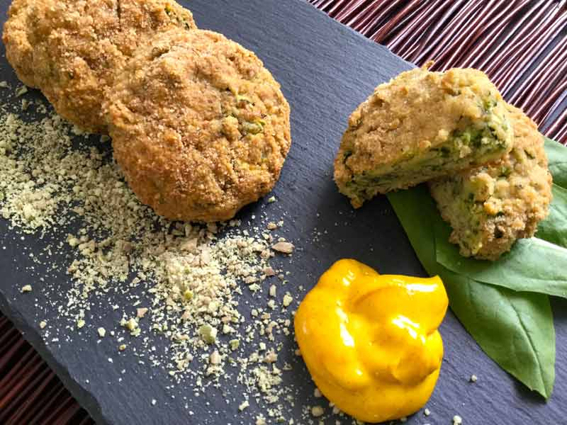 Ricette ghiotte per celiaci: Crocchette di zucchine con salsa alla curcuma – By Gabriella!